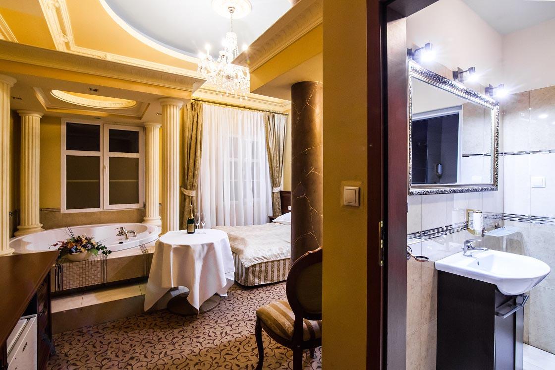 Apart z jacuzzi 102 hotel venecia palace warszawa for Appart hotel jacuzzi