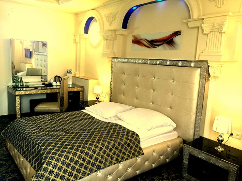 Apart with jacuzzi 205 hotel venecia palace warszawa for Appart hotel jacuzzi