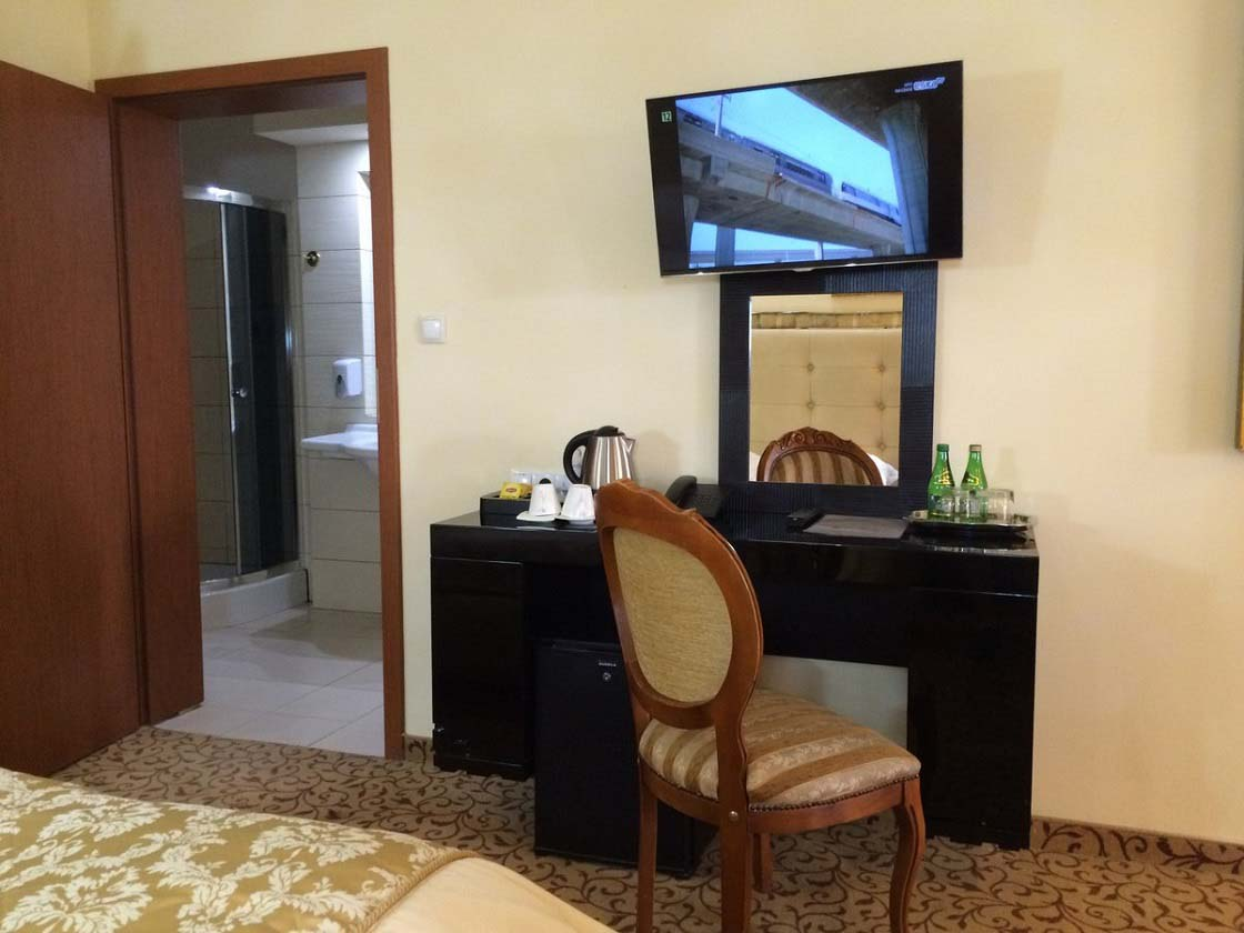 Apart z jacuzzi 221 hotel venecia palace warszawa for Appart hotel jacuzzi