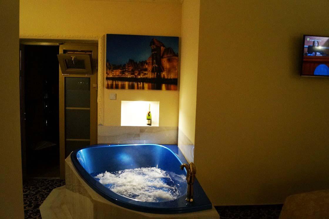 Apart with jacuzzi 225 hotel venecia palace warszawa for Appart hotel jacuzzi